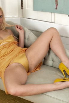 wpid-yellow-is-anna-joys-favorite-color-to-strip-from-2.jpg