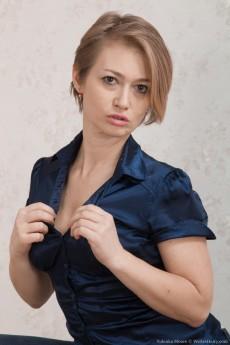 wpid-yulenka-moore-strips-off-denim-and-lingerie2.jpg